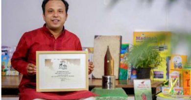 শিশুসাহিত্যিক রণজিৎ সরকার পেয়েছেন কালি ও কলম পুরস্কার